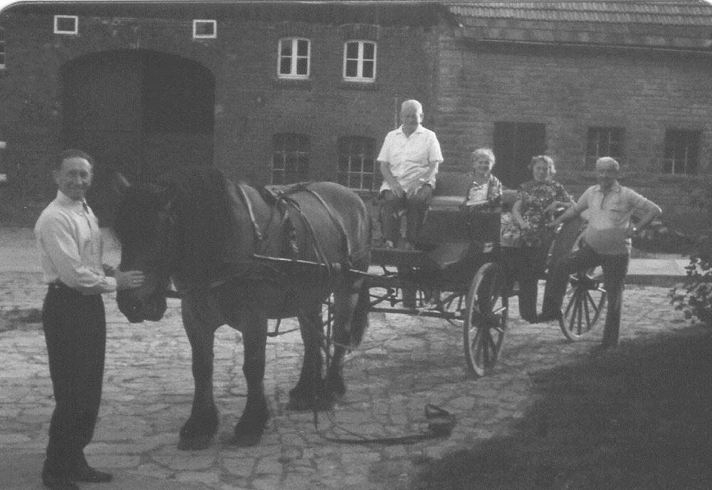 05_02 Obermuehle_11 Karl Warnecke mit Pferd u